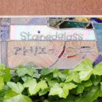 植物たちに愛されたステンドグラス?